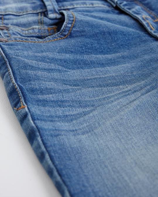 skinny-jeans-mit-waschung