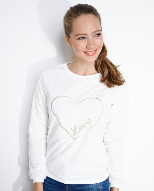 cremewitte-teddy-sweater
