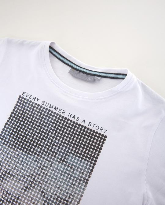 weisses-t-shirt-mit-print