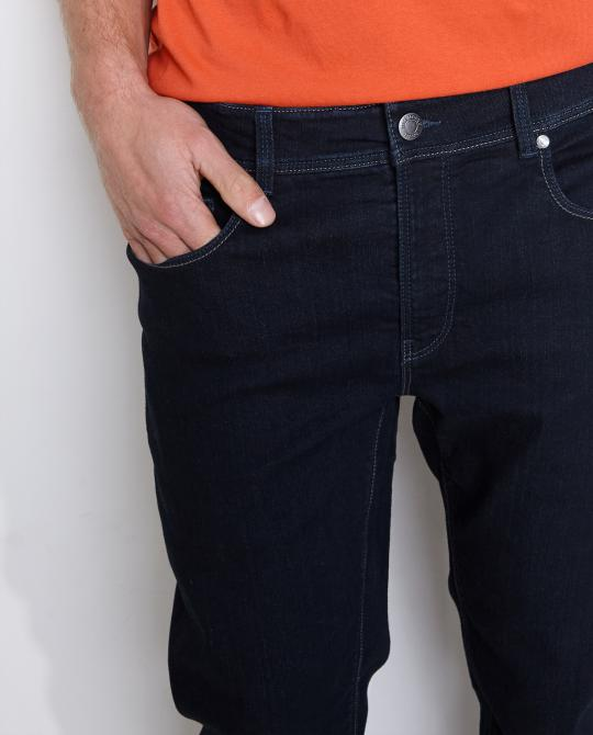 donkerblauwe-jeans-straight-fit