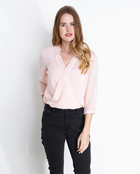 chiffon-blouse-met-bolletjespatroon