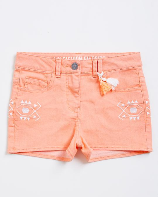 orangefarbene-shorts-mit-stickerei