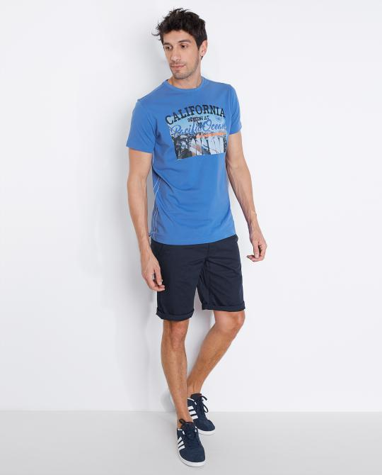 t-shirt-bleu-avec-une-impression-photo
