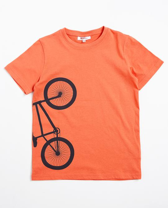 t-shirt-orange-avec-une-inscription