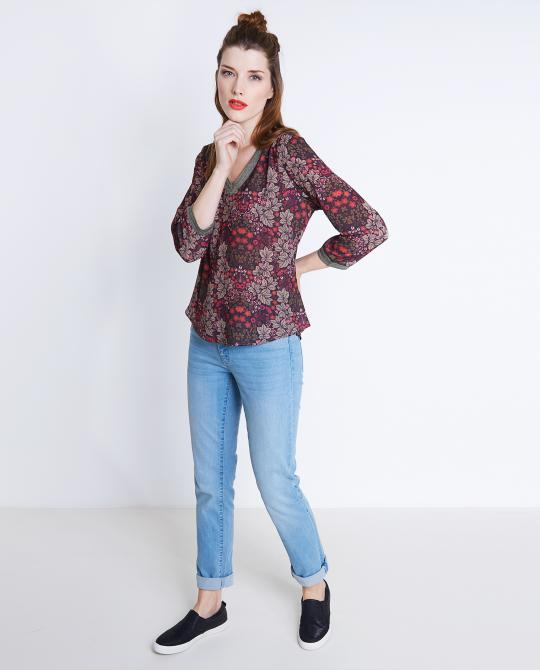 blouse-coloree-avec-un-imprime