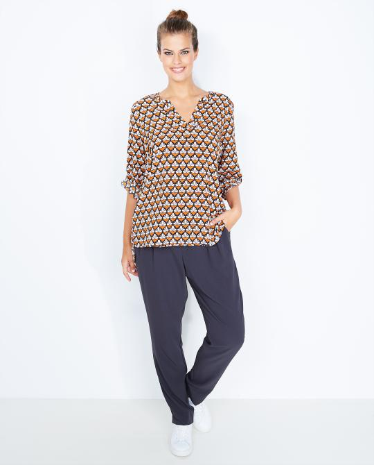 caramel-blouse-met-retroprint