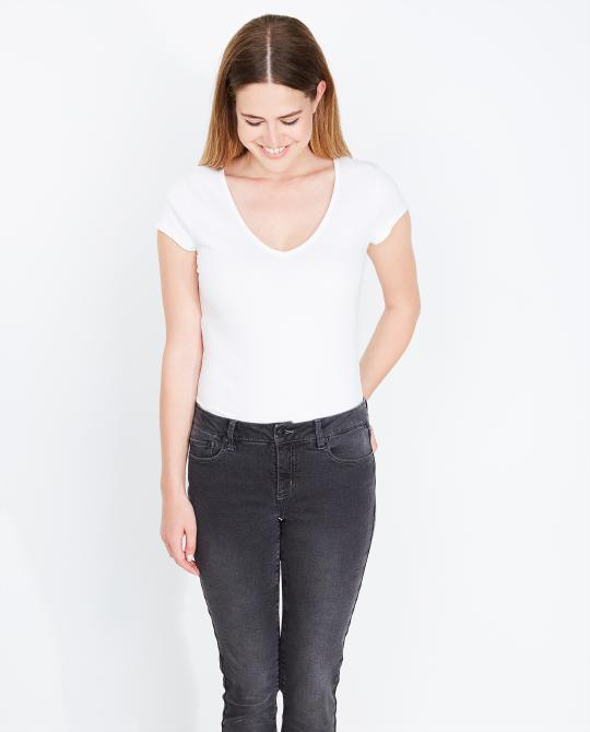 wit-basic-t-shirt-met-v-hals