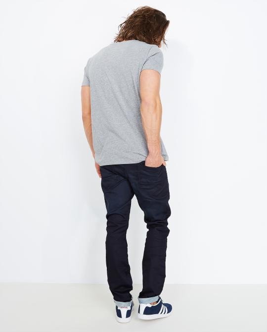 donkerblauwe-slim-jeans-sweat-denim