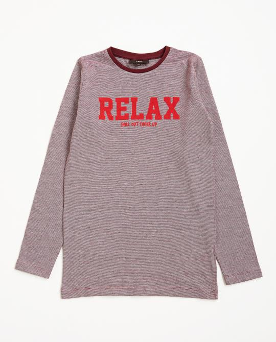 t-shirt-rouge-a-longues-manches-et-a-fines-rayures