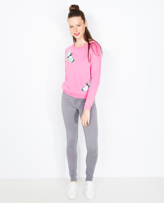 roze-sweater-met-vogelpatches