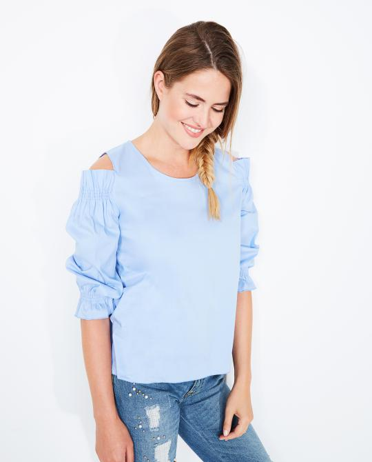 lichtblauwe-blouse-met-cutouts
