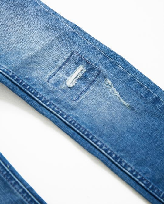 destroyed-skinny-jeans-mit-waschung